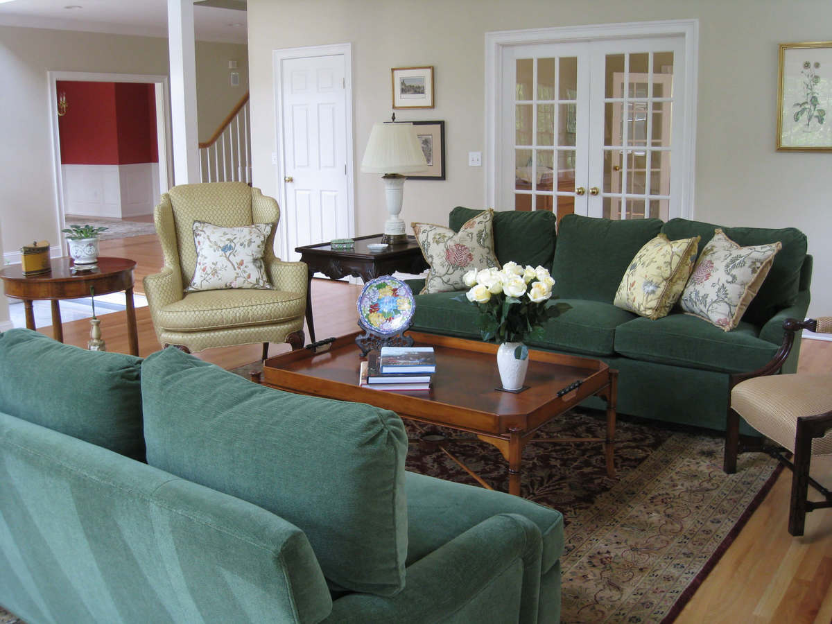 Traditional Living Room Design by Susan Marocco Interiors 0509