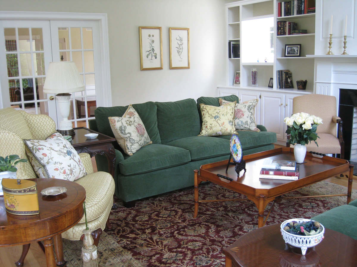 Traditional Living Room Design by Susan Marocco Interiors 0513