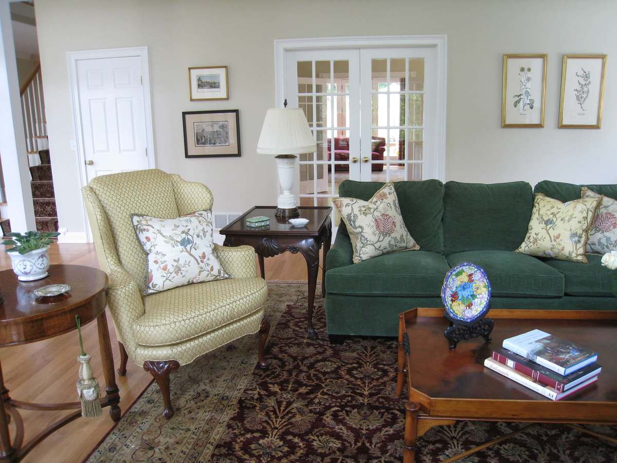 Traditional Living Room Design by Susan Marocco Interiors 0520